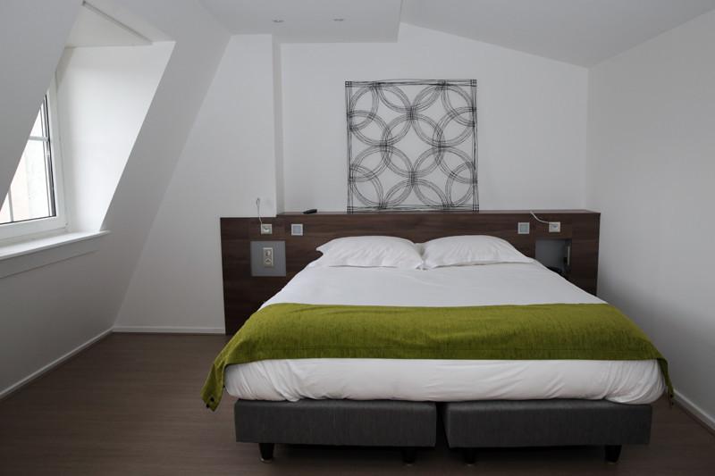 h h tel les poteaux carr s site internet de la ville de saint etienne. Black Bedroom Furniture Sets. Home Design Ideas