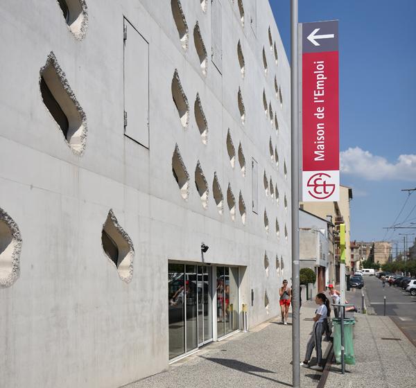 52961ddc44e03 La Maison de l'Emploi de Saint-Étienne : un équipement municipal ...